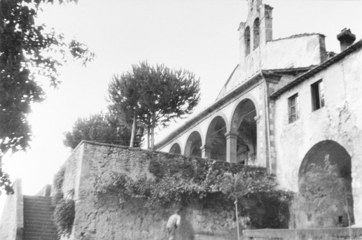 Chiesa di San Martino, demolita nel 1983, sotto il cui muro furono tenuti gli ostaggi