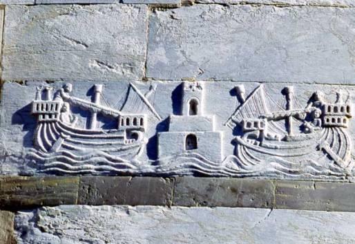 Galee che entrano nel Porto Pisano, bassorilievo nella Torre pendente di Pisa