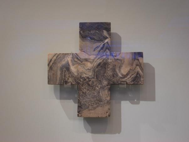 Croce di marmo, oggetto di culto minoico (1700-1400 a.C.), dalle Tesorerie Sacre del Palazzo di Cnosso, - Iraklion (Creta), Museo Archeologico