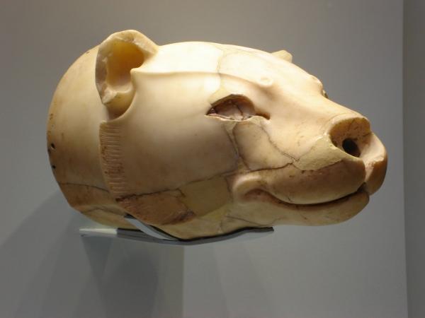 Rython (alabastro), oggetto di culto minoico (1700-1400 a.C.), dal Santuario tripartito della reggia di Cnosso, - Iraklion (Creta), Museo Archeologico